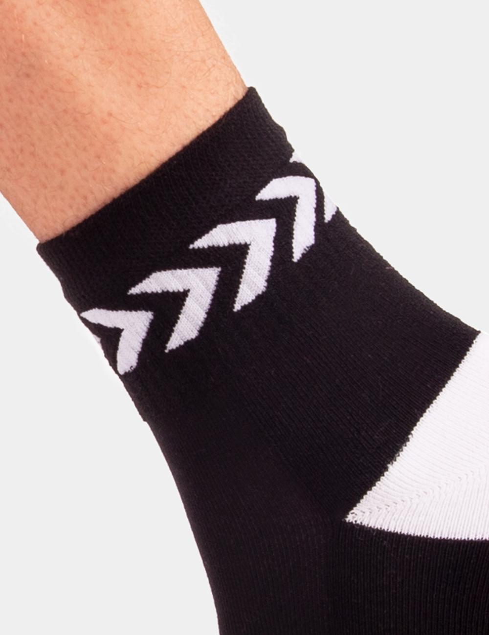 Barcode Berlin Petty Socks | Black|White